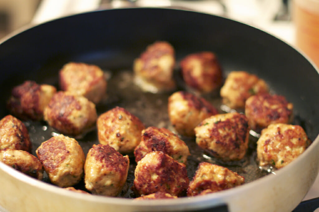 host a meatball of other cookoff at part of Use Food to Boost Corporate Team Building Attendance