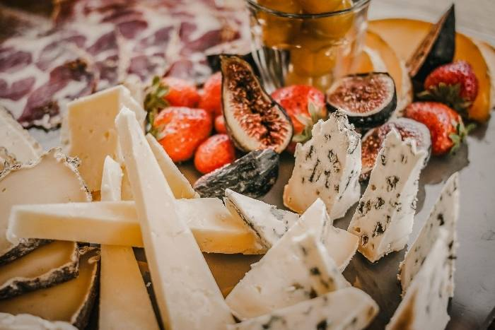 cheese-and-fruit-snack-options-for-virtual-party
