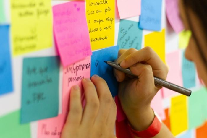 post-it-notes-for-virtual-story-building-team-activity
