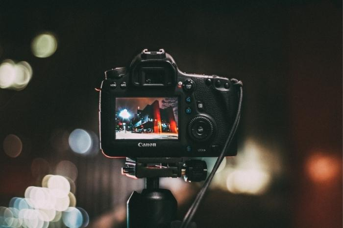 camera-recording-video-for-hybrid-conferences