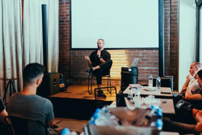 celebrity-guest-speaker-at-hybrid-conferences