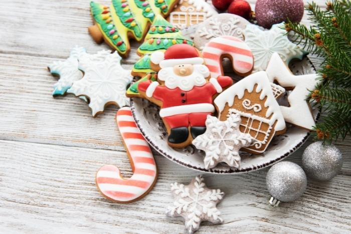 baking-cookies-together-holidays