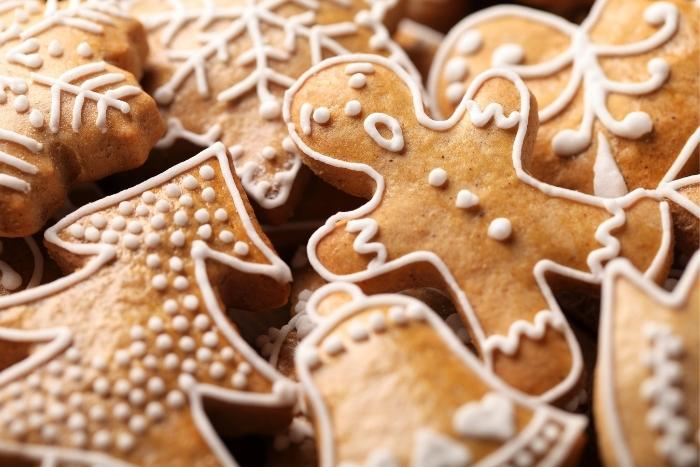tray-of-gingerbread-cookies-for-holiday-party