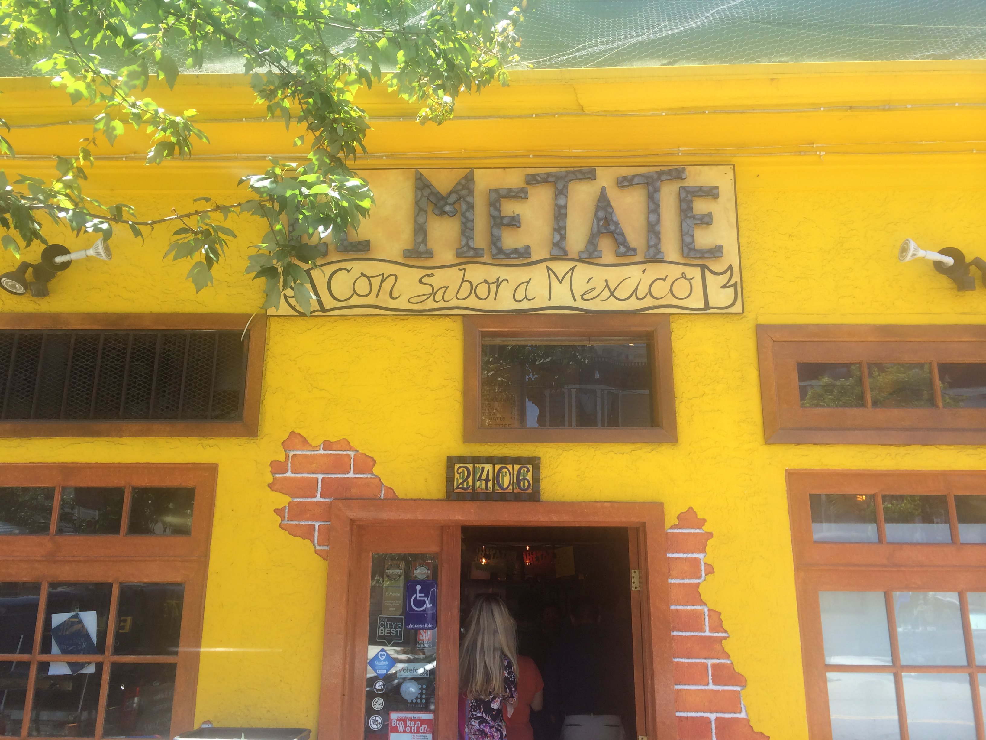 entrance to El Metate restaurant in Mission District